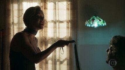 Luciana surpreende Nicolau com chicote: reveja cena de 'O Sétimo Guardião'!