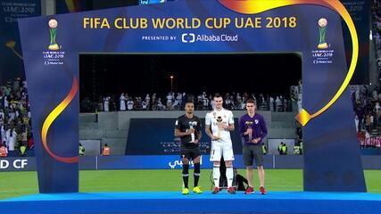 Bale é o melhor da competição e recebe o prêmio de Bola de Ouro do Mundial de clubes
