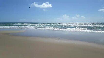 Corpo de Bombeiros trabalham para resgatar adolescente desaparecido na Praia do Francês