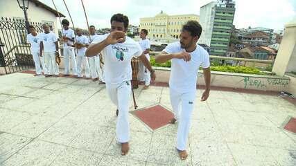 Pablo Vasconcelos é desafiado a jogar capoeira