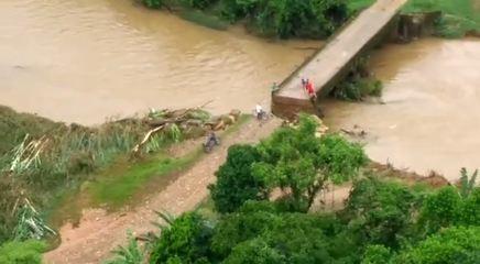 Cabeceira de ponte sobre o Rio Capivari caiu após temporal atingir Guaraqueçaba
