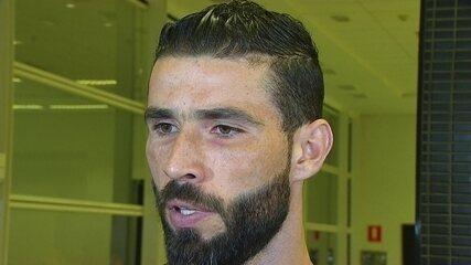 Vanderlei diz que ficou chateado pela maneira como o Santos buscou um novo goleiro