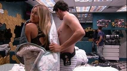 Maycon ajuda Isabella a trocar de roupa