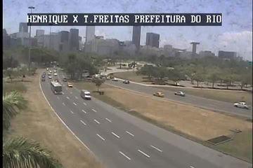 Vídeo mostra carro do ator Caio Junqueira saindo da pista no Aterro
