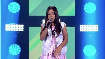 "Laura Smolari canta ""Mulher Maravilha"""