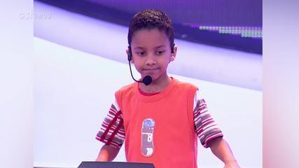 Whadi Gama canta musica de Ivete Sangalo, no 'Estação Globo'