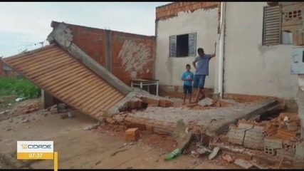 Menina de 3 anos é atingida por muro no bairro Nossa Senhora de Lourdes, em Passos (MG)