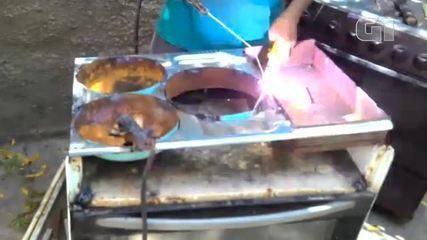 Homem transforma fogões convencionas em fogões a lenha