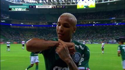 Gol do Palmeiras! Deyverson aproveita rebote do goleiro e marca, aos 20' do 1º tempo