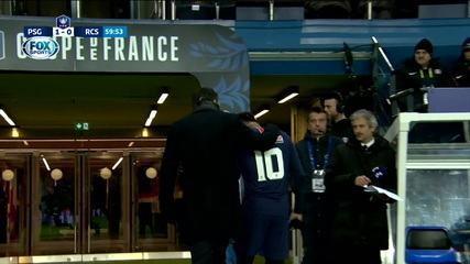 Neymar deixa a partida do Paris Saint-Germain com dores no pé direito