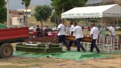 Estudante baleado durante arrastão em São Gonçalo é enterrado