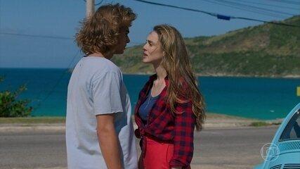 Manuzita (Isabelle Drummond) encontra João (Rafael Vitti)