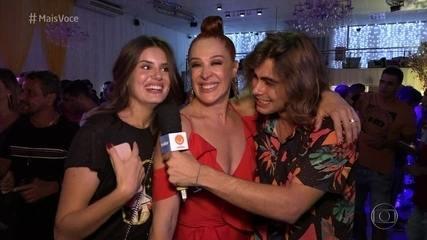 Momento 'Vídeo Show': Elenco se reúne para assistir à estreia de 'Verão 90'