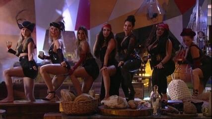 Sisters dançam funk juntas na Festa Grande Navegações