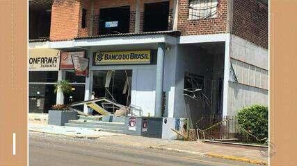Homens explodem agência bancária em Fontoura Xavier