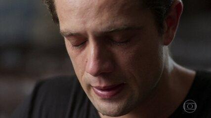Daniel reza e pede proteção para seu pai