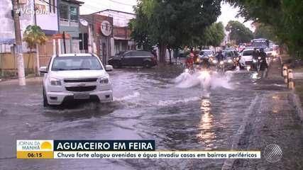 Aguaceiro: chuva forte invade casas em Feira de Santana