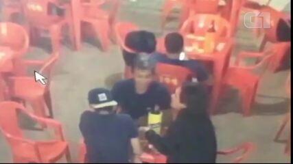 Suspeito de espancar Davi Amaral sentou à mesa de bar com vítima no dia do crime