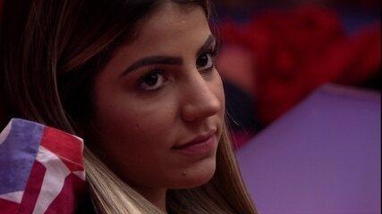 Hariany pergunta a opinião de Maycon sobre o Paredão e Paula faz pedido