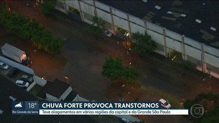 Chuva provoca transtornos na região metropolitana