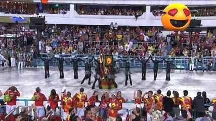 Profeta Moisés se confunde entre emoticons na comissão de frente da Grande Rio