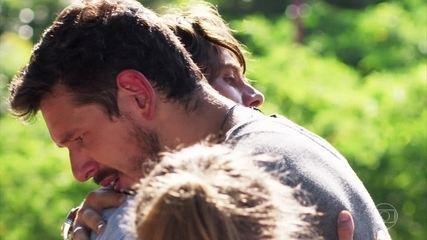 Daniel impede Priscila de sofrer um acidente no Rio de Janeiro