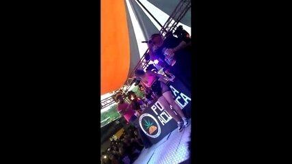 Vídeo mostra correria em show do Poesia Acústica na Penha