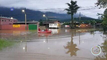 Chuvas deixam famílias desabrigadas no litoral norte