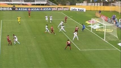 Gol do Ituano! Peri invade a área e cruza para Martinelli, aos 17 do 1º tempo