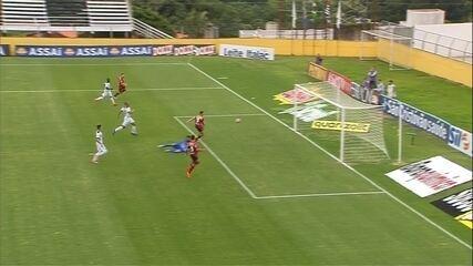 Após contra-ataque, Serrato toca para Martinelli fazer o gol, aos 20 do 1º tempo