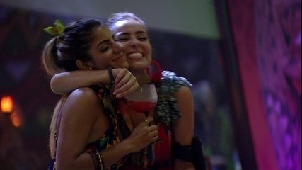 Paula e Hariany fazem as pazes: ' Eu quase perdi você'
