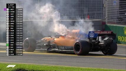 Motor estoura, e Carlos Sainz abandona o GP da Austrália