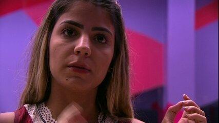 Hariany diz a Elana: 'Você tem a gente'