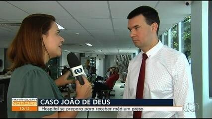 Médico diz que João de Deus pode passar por cirurgia em Goiânia