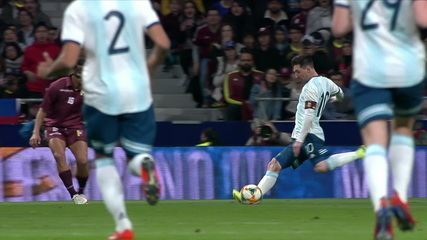 Fariñez faz grande defesa em chute de Messi contra a Argentina