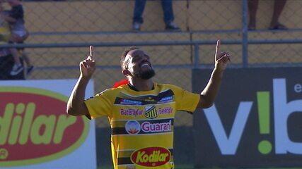 Gol do Novorizontino! Cléo Silva pega a sobra depois do chute de Murilo e marca, aos 38 do 1º tempo
