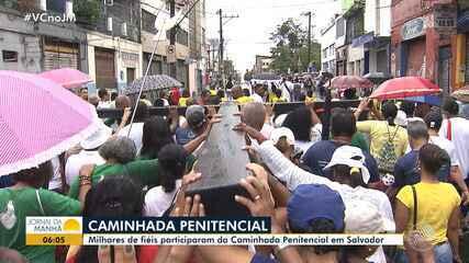 Milhares de católicos participam da 'caminhada penitencial' em Salvador