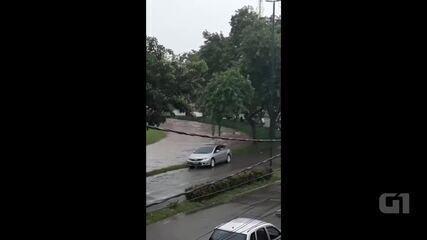 Chuva alaga várias ruas da capital acreana nesta quarta-feira (27)