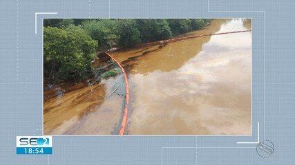 A vazamento de óleo atingiu rio no município de Riachuelo