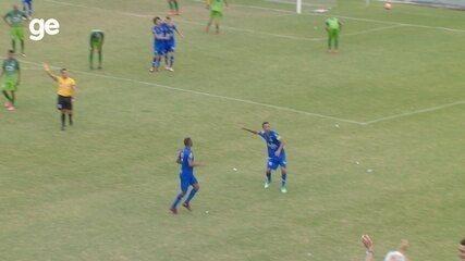 Léo Mineiro abre o placar após jogada de Fabinho e Paulinho pela direita
