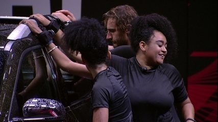 Rízia faz funk para o Fiat Toro e Gabriela dança
