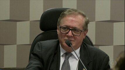 Boletim: Bolsonaro anuncia saída de Ricardo Vélez Rodriguez do Ministério da Educação