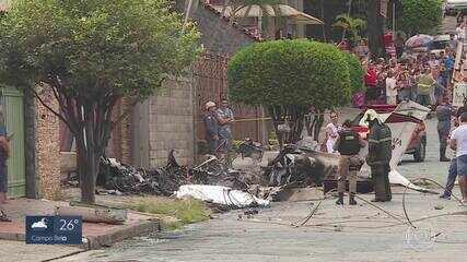 Avião de pequeno porte cai no meio da rua no bairro Caiçara e provoca uma morte em BH