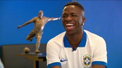 No Brasil para apresentar a nova camisa da Seleção, Vinicius Júnior fala sobre a primeira temporada na Europa