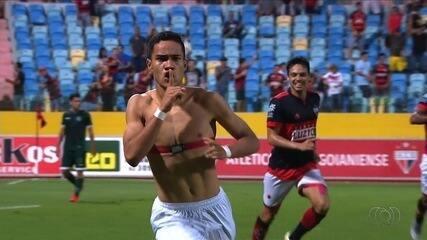 Gol do Atlético-GO! Madson completa cruzamento de Reginaldo e marca