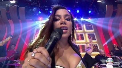 Anitta canta 'Rosa'