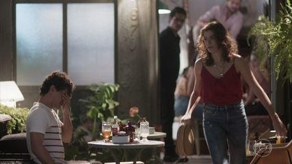 Guga confessa a Meg que está saindo com outra pessoa