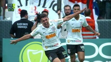 Gol do Corinthians! Após escanteio, Ralf toca, e Danilo Avelar abre o marcador, aos 30 do 1º tempo