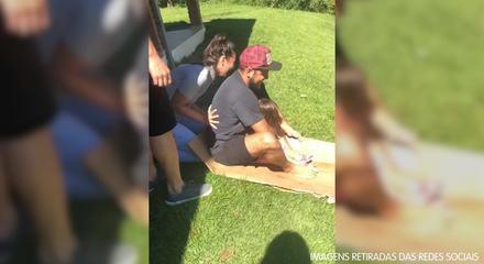 Yanna Lavigne posta vídeo de Bruno Gissoni brincando com filha em tobogã improvisado