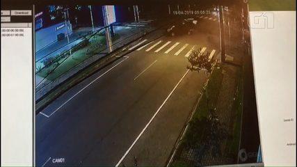 Rapaz morre em acidente entre dois carros no Batel